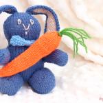 Conejo tejido a dos agujas: patrón en tres partes