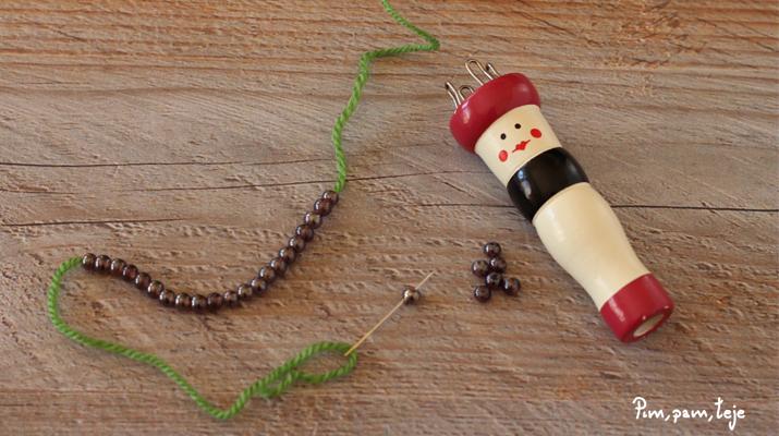 Cómo tejer un adorno navideño con tricotín