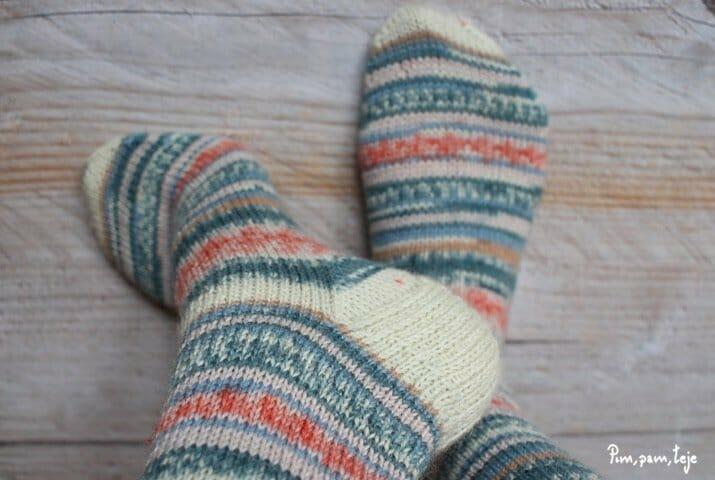 Tejer calcetines con agujas de doble punta