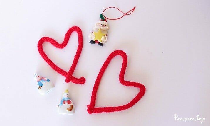 Corazones tejidos con tricotín
